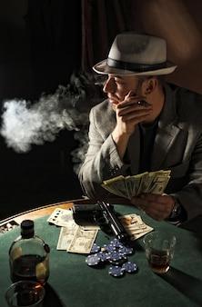 Gangster mafia pistolet de tabagisme de fumée