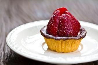 Gâteau au chocolat et une fraise
