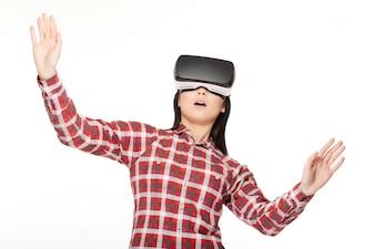 Girl in VR a surpris de regarder et de jouer au jeu.