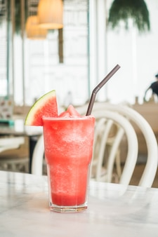 Glacé jus de pastèque en verre