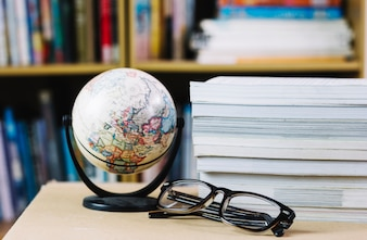 Globe et lunettes