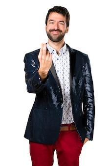 Homme avec un geste de veste