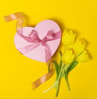 Jaune printemps tas de romance ruban