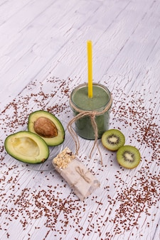 Kiwi smoothie santé plastique mûr
