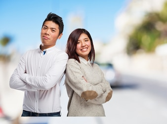 L'homme et la femme dos à dos