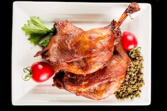 La viande de canard avec garniture