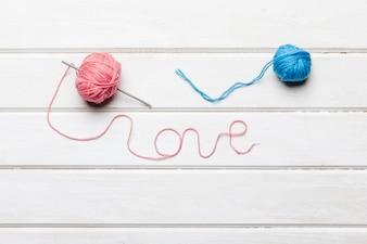 Laine formant un mot d'amour