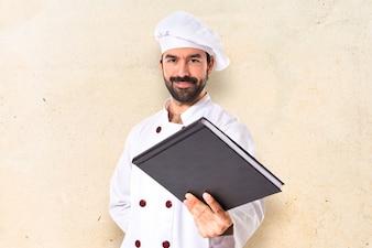 Le chef donne un livre