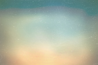 Le ciel bleu flou et la mer utilisent bien comme. Contexte flou du concept de l'océan. Blurry pastel coloré de soleil. Poussière et rayures