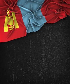 Le drapeau de la Mongolie Vintage sur un tableau noir grunge avec un espace pour le texte