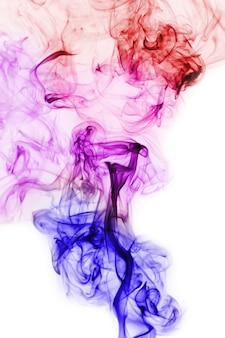Le mouvement de la fumée blanche lumière colorée
