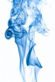 Le mouvement de la fumée bleue