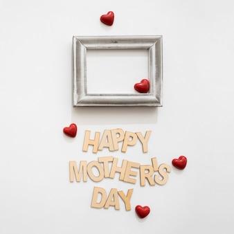 Lettre de la fête des mères avec de petits coeurs rouges