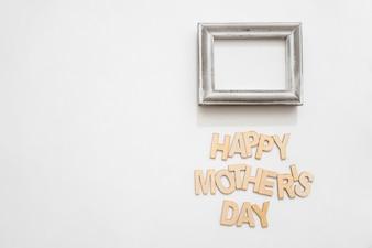 Lettre et cadre heureux pour la fête des mères