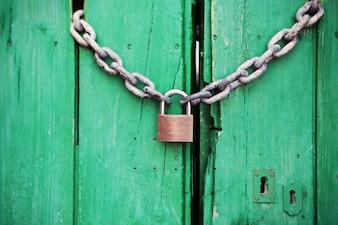 Porte verte Verrouillé
