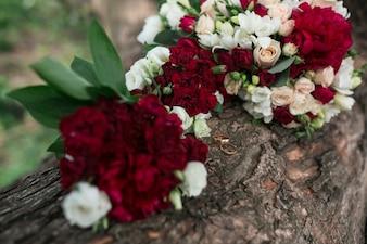 Magnifique bouquet de fleurs blanches et rouges