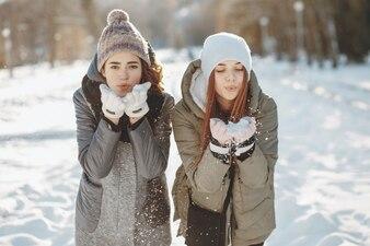 Manteau de neige modèle blanc amitié