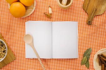 Maquette de livres avec des oranges et des pâtes
