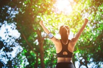 Mode de vie sain été des athlètes de fitness