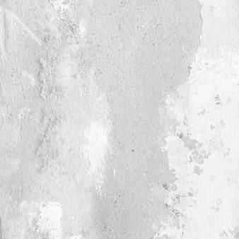 Mur blanc endommagé