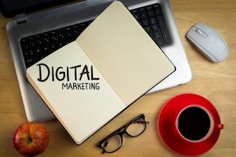 """Notebook avec les mots """"marketing numérique"""""""