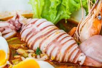 Nouilles de fruits de mer épicées