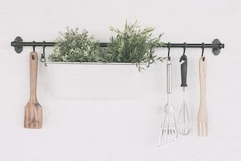Objet de cuisine fixé sur le mur