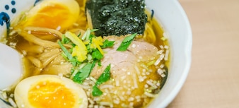 Oignons à la vapeur cuisine asiatique délicieuse