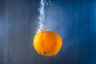 Orange sucrée dans l'eau