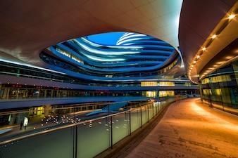 Organisation de l'économie futuriste bâtiment moderne