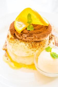 Pancake avec orange sur le dessus