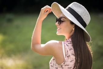 Papier soleil café modèle chapeau rouge
