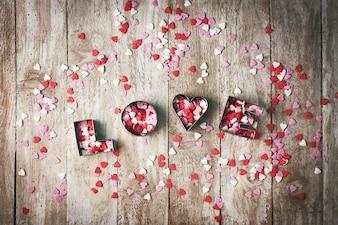 """Paroles """"amour"""" avec des coeurs colorés"""