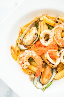 Penne fruits de mer et pâtes Tom Yum