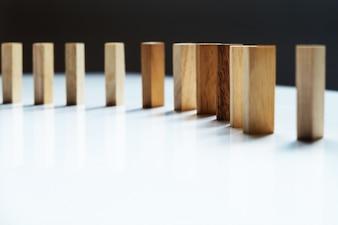 Placez des lignes de blocs en bois