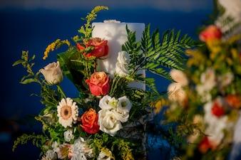 """""""Bouquet de fleurs et de feuilles colorées"""""""