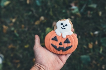 """""""Main avec un biscuit glacé pour Halloween"""""""