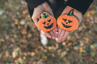 """""""Personne avec des cookies pour Halloween"""""""