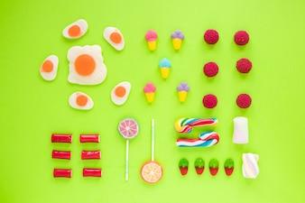 Rangées de bonbons divers