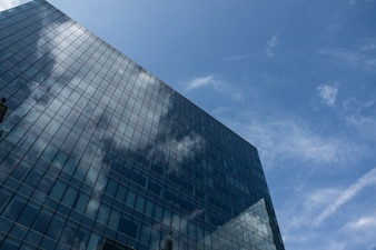 Reflets dans la façade