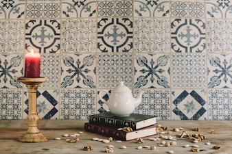 Rétro décoration avec pot de thé et noix