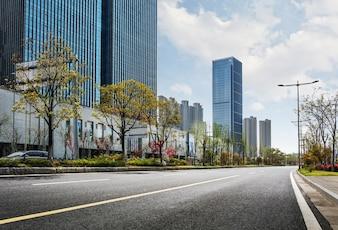 Road, dans une ville moderne