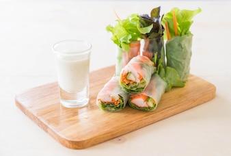 Rouleau de printemps aux noix de légumes frais
