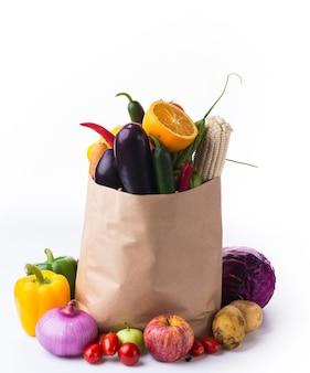 Sac de papier avec des légumes