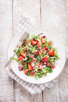 Salade de laitue avec des tomates