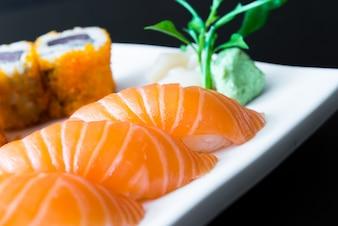Sashimi cuisine asiatique poisson cru