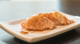 Saumon brûlé mayo nigiri