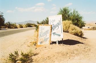 Signes et des arbustes