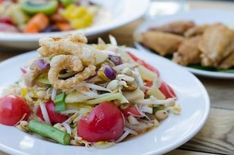 Som Tum, salade de papaye avec nouilles de riz blanc, cuisine thaïlandaise, Thaïlande