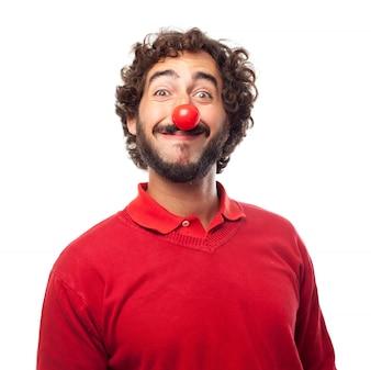 Sourire homme avec un nez rouge